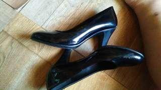 Parisian metallic black shoes