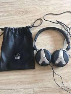 AKG 戴頭飾耳機