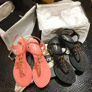 Chanel經典鍊帶款涼鞋 中跟設計