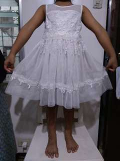 Lacy white dress 3-5 yo