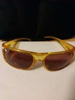Gucci太陽眼鏡。  收藏真品。  瑩光黃透明框。  可防風護眼。  無原裝盒