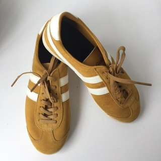 (NEW) gola suede trainers - warna mustard. size 37 woman.