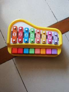 Piano/xylophone toy