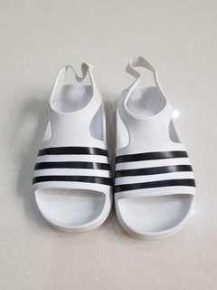 Adidas adilette play sandal anak