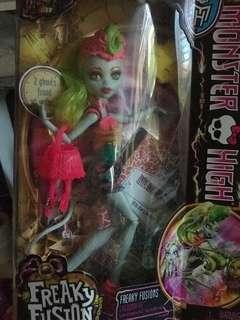 🚚 Monster High - Freaky Fusion Lagoonafire NRFB