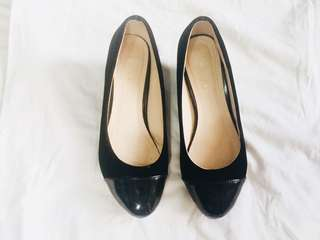 Chelsea Black Round Wedges