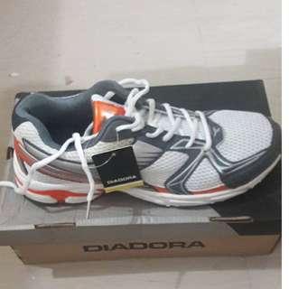 Sepatu Diadora Original