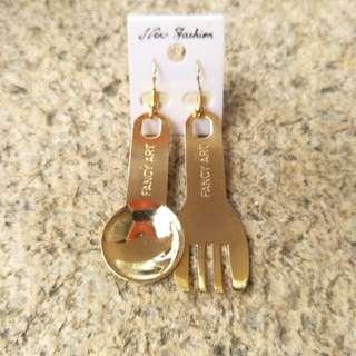 🚚 金色刀叉 餐具造型耳環
