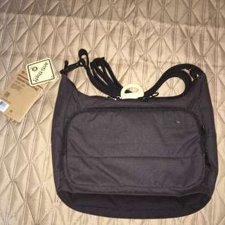 Pacsafe Antitheft Travel Handbag (Citysafe LS100)