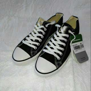 Converse Chuck Taylor Shoes (Black: ONHAND)