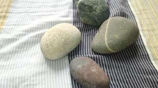 西藏拉薩河岩石