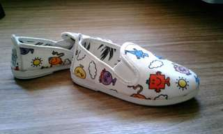 Flossy shoes for toddlers
