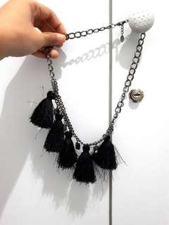Kalung hitam tusel