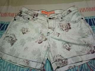 Celana pendek dual pants