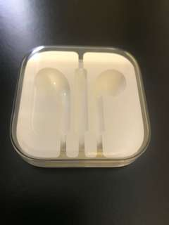 100% new iPhone 原裝耳機盒(包郵)
