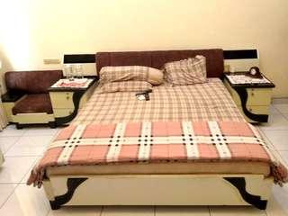 Complete Bed Set (Set tempat tidur) (termasuk meja dan sofa)