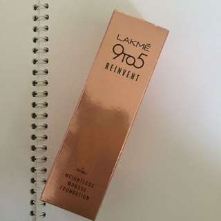 LAKME WEIGHTLESS MOUSE FOUNDATION