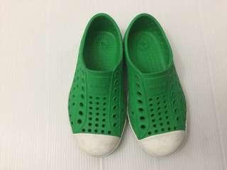 🚚 Native綠色防水休閒鞋