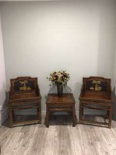 Antique coffee table with 2 chairs