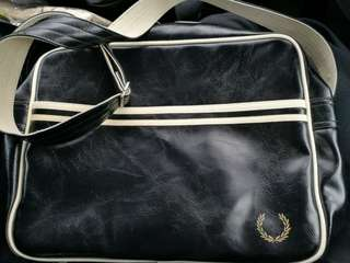 Fred Perry Classic Shoulder Bag in Black