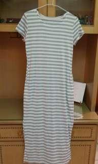 🚚 條紋及膝連身裙
