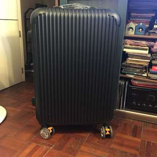 24吋有break 黑色行李箱Luggage