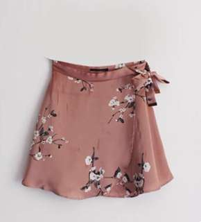 Dynamite floral satin pink wrap skirt 粉紅碎花絲綢半截裙