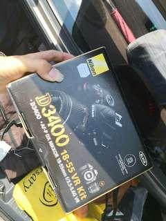 Nikon D3400 (price negotiable )
