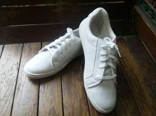 Off white shoes (unisex)