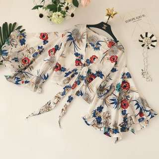 🚚 Instock Printed Flower Wrap Top (Free Mailing)