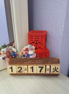 Date changeable cube