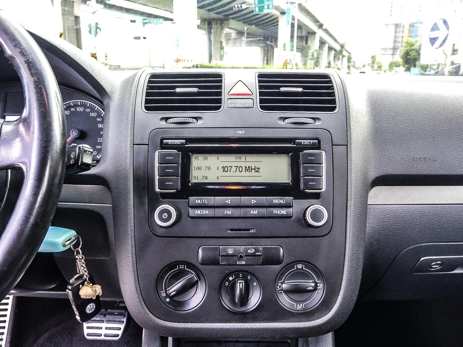 全額貸。2005年 福斯 TDI GTI式樣 3500元可交車 多功能方向盤 可履約保證無重大事故泡水非營業用車