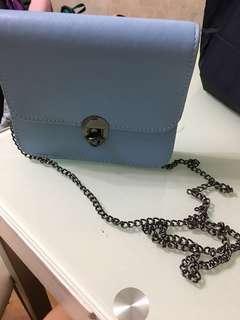 藍色皮小斜背包