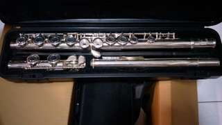 YFL-221 Yamaha Flute with case cover