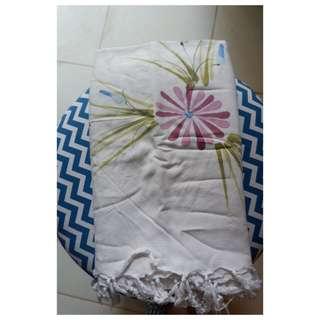 Kain Bali White