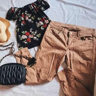 BUNDLE SALE 🌼 floral Offshoulder and jag jeans