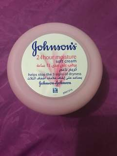 Johnson's 24hour moisture soft cream