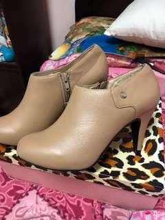 🚚 全新現貨  Iki2膚色裸靴24號~500元
