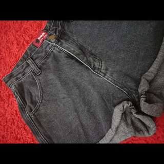 HW wash black short