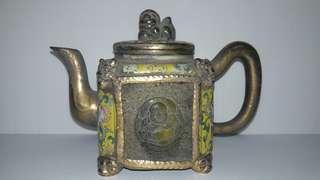 镏金玉瓷壶