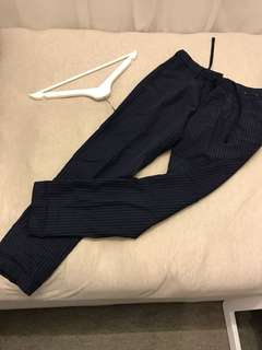 Steal deal! Uniqlo pinstripes elastic pants with drawstring