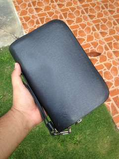 authentic lv taiga black clucth