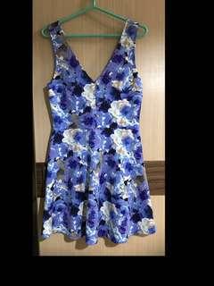 免運費❗️藍色 白色 花朵 防皺 全新 吊牌還在 無袖洋裝 短洋裝 大尺碼 V領 挺布料 短洋裝 夏天 油畫 塗鴉