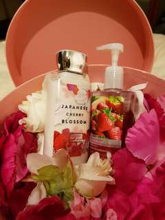 Body lotion gift set from BATH & BODY WORKS