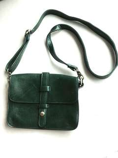 💥可免費FREE💥墨綠色仿皮斜咩袋 green crossbody bag (leather damaged 皮面有損)