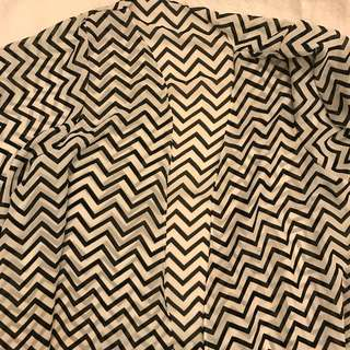🌟 BRAND NEW Black and white chevron print long length cover up