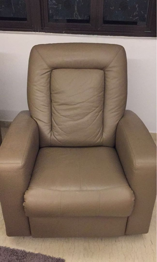 Awe Inspiring 2 X One Seater Leather Reclining Sofa Furniture Sofas On Dailytribune Chair Design For Home Dailytribuneorg
