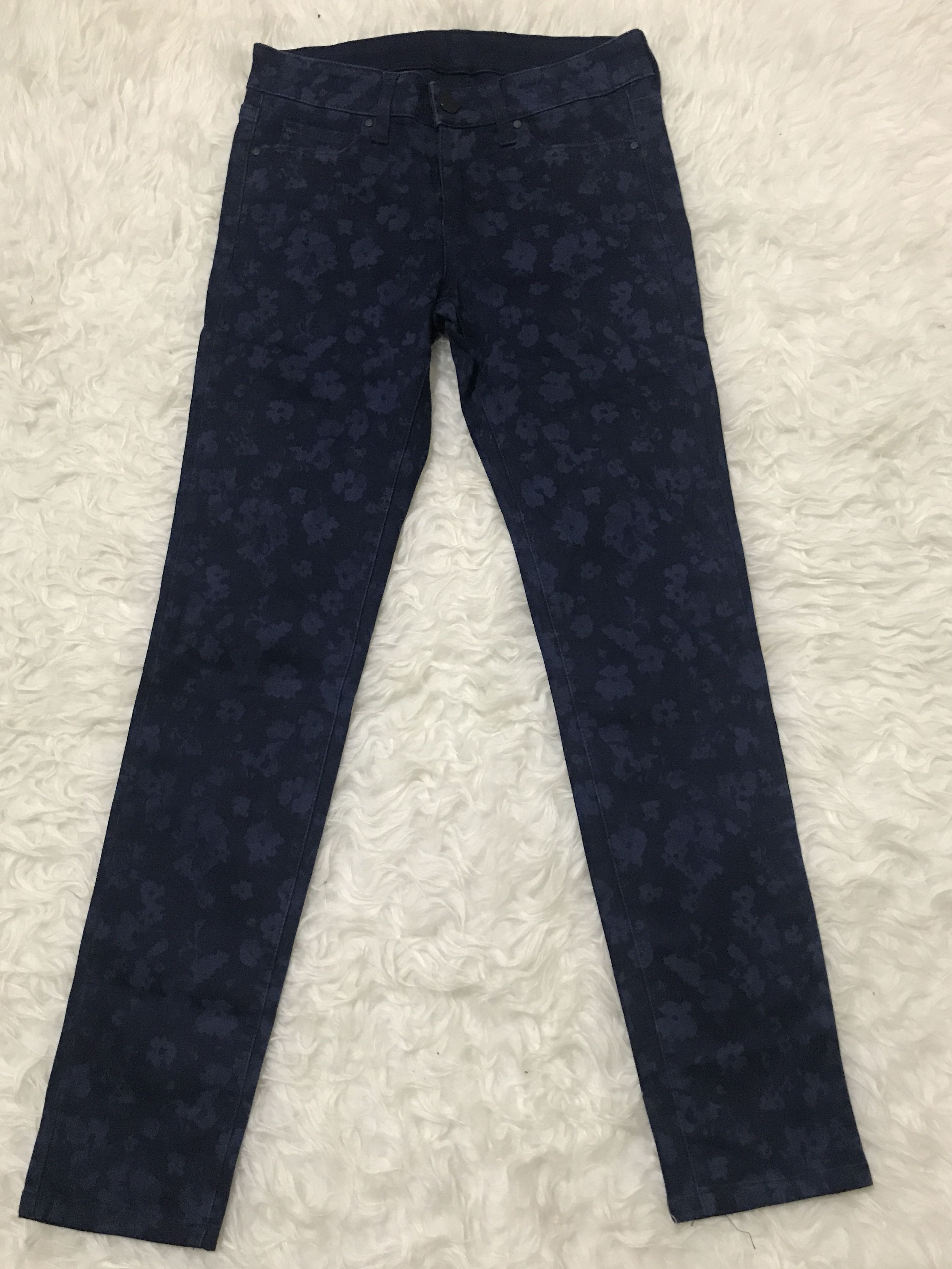 Uniqlo dark blue floral printed/patterned skinny jeans ultra stretch, Women's Fashion, Women's Clothes on Carousell
