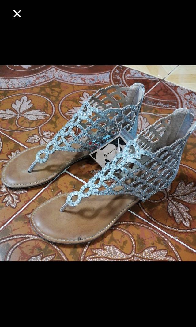 3be811296bcd Zigi Soho Mela Cage Thong Sandals