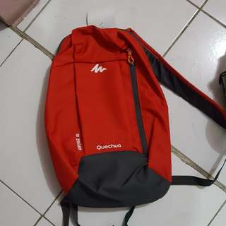 Quenchua red backpack